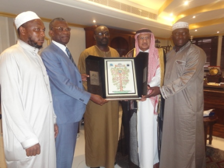 2nd from left, Amb. Kargbo accompanied by a cross-section of Sierra Leone Hajj officials to receive a gift for President Koroma