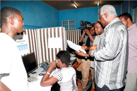 President Koroma at  the 24 hours Ebola Emergency Call Centre at the EOC Photo credit WHO S Gborie