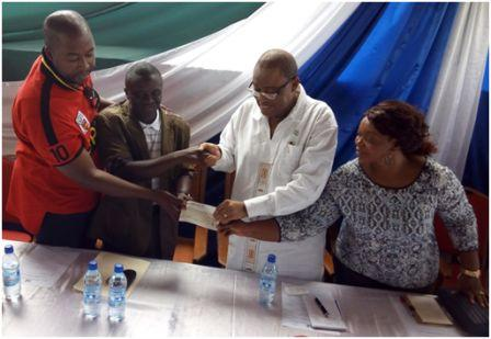 Agric Minister, Prof. Jones handing over a cheque to Rev. Mambu thumbnail